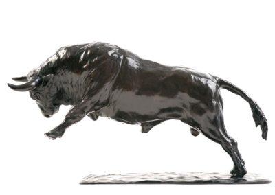 Le taureau chargeant - Vue 01
