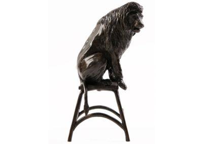 Lion sur un tabouret - Vue 02
