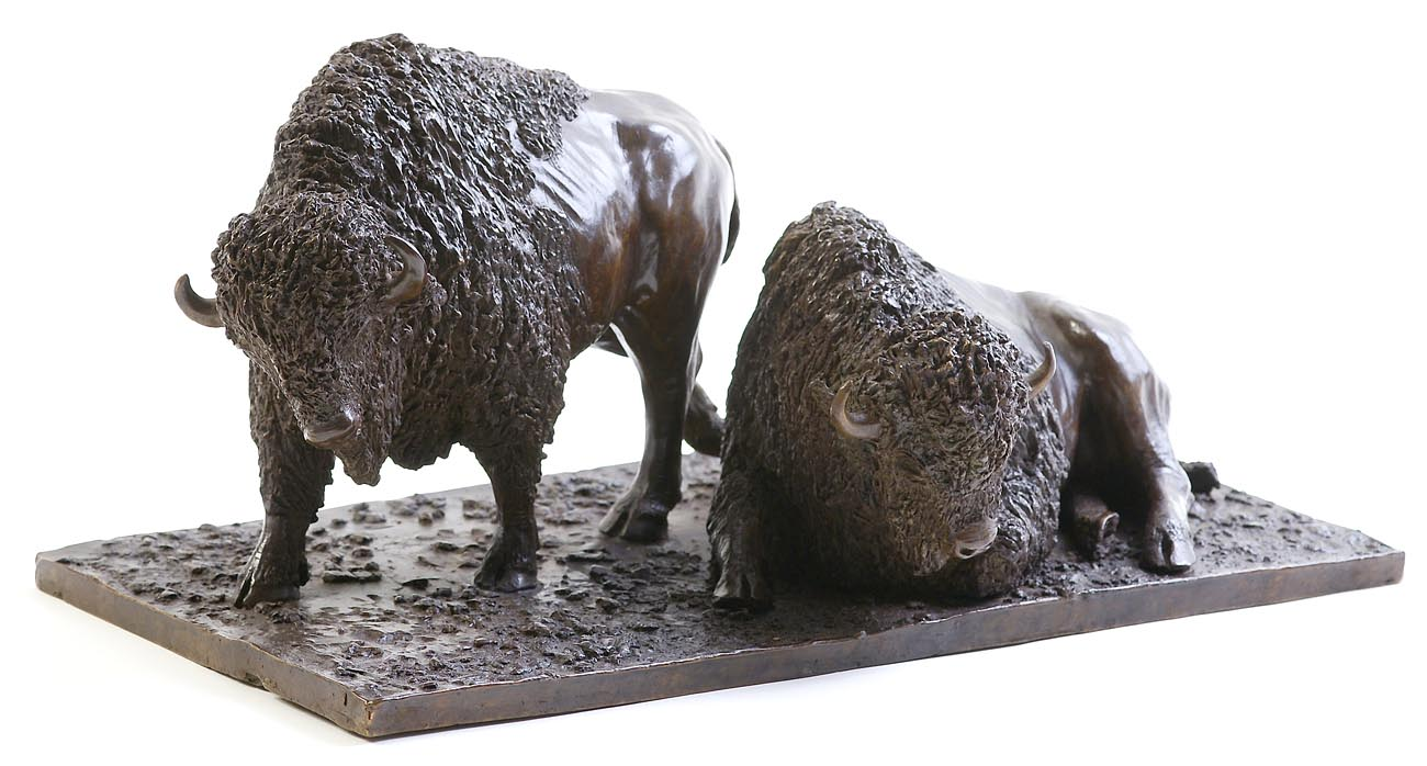 Sculpture en bronze de deux bisons