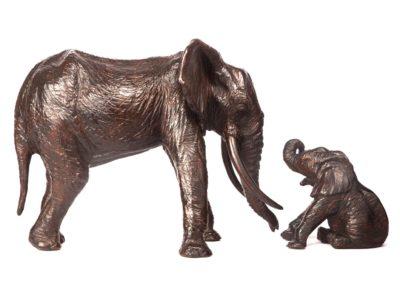 Éléphant d'Afrique et éléphanteau assis - Vue 04
