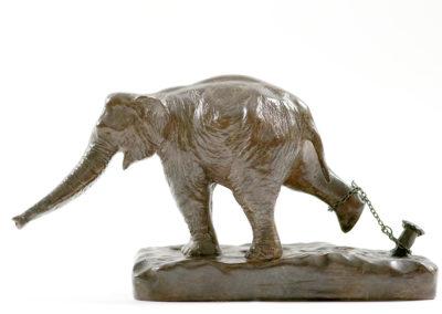 Éléphant d'Asie au piquet (ÉPUISÉ)