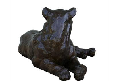 Lionne-couchée-bronze-vue-03